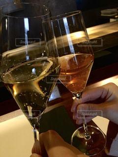 2人,飲み物,食事,人物,イベント,ワイン,グラス,乾杯,ドリンク,パーティー,アルコール,手元