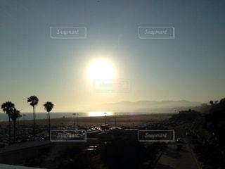 男性,友だち,2人,空,夜空,屋外,太陽,ビーチ,綺麗,夕暮れ,道路,アメリカ,光,高速道路,大きい,ロサンゼルス,サンセット,サンタモニカ,ルート66,クラウド,sun