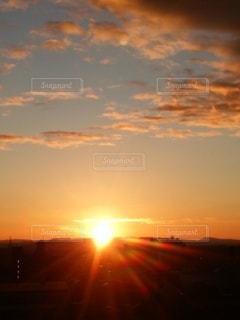 自然,空,屋外,太陽,朝日,晴れ,ベランダ,光,朝,日の出,早朝,昇る