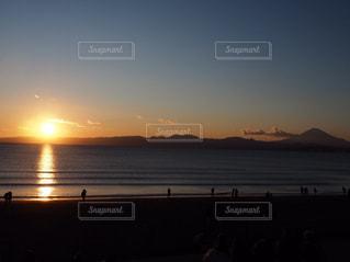 海,空,夕日,富士山,太陽,ビーチ,夕焼け,夕暮れ,水面,海岸,光,浜辺