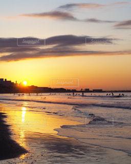 海岸の日の出の写真・画像素材[2868184]