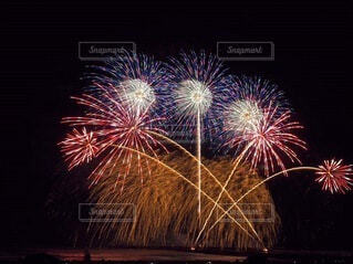 茅ヶ崎の打ち上げ花火の写真・画像素材[3620054]