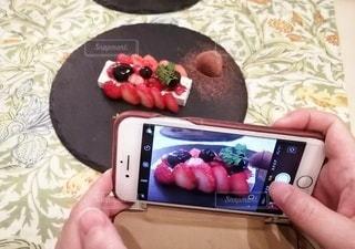 チョコといちごのケーキの写真・画像素材[2927730]