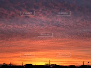 風景,空,街並み,屋外,太陽,雲,夕焼け,夕暮れ,影,光,日の出,くもり,クラウド