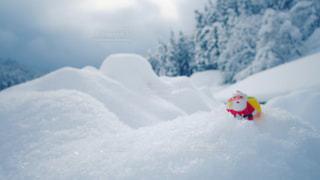 雪山を行くサンタの写真・画像素材[2809834]