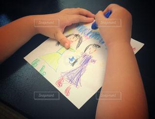 子供,ペン,こども,クレヨン,落書き,紙,幼稚園児,おえかき,おうち時間