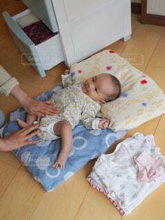 赤ちゃん衣替えの写真・画像素材[4385896]