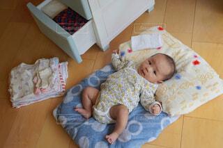 赤ちゃん衣替えの写真・画像素材[4385897]