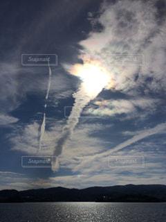 自然,海,空,屋外,太陽,雲,水面,光,飛行機雲,虹色