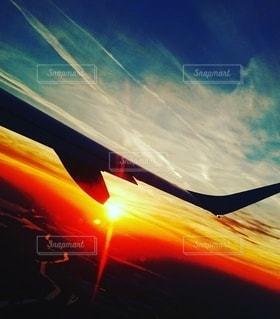 空,夕日,太陽,夕暮れ,窓,光,黄昏,サンセット,海外旅行,素敵,輝く