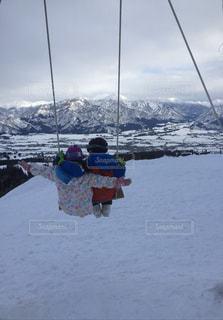 子ども,恋人,2人,アウトドア,スポーツ,雪,ブランコ,山,人物,スキー,ゲレンデ,レジャー,スノーボード,幼なじみ