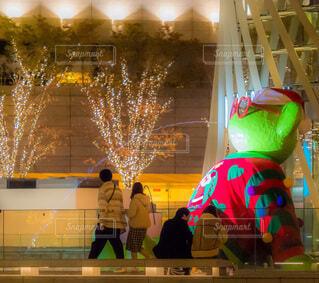 恋人,風景,夜,都会,人,クリスマス,通り,LED,グランフロント大阪,うめきた,シャンパンゴールドイルミネーション,グランフロントクリスマス