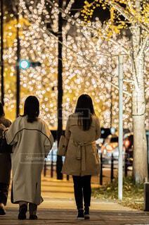 女性,風景,屋外,後ろ姿,コート,イルミネーション,人物,人,クリスマス,通り,LED,グランフロント,ジャケット,シャンパンゴールド,グランフロントクリスマス