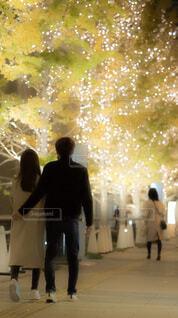 女性,男性,恋人,風景,夜,屋外,イルミネーション,都会,クリスマス,明るい,通り,LED,グランフロント大阪,グランフロントクリスマス