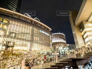 風景,空,建物,夜,屋外,樹木,都会,高層ビル,クリスマス,照明,グランフロント大阪,シャンパンゴールド,グランフロントクリスマス