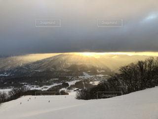 自然,空,雪,屋外,太陽,雲,海岸,山,光,日の出,スキー場,くもり,斜面,日中,クラウド