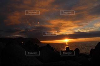 自然,風景,海,空,屋外,太陽,ビーチ,雲,夕焼け,夕暮れ,水面,海岸,光,日の出,くもり,日本海,クラウド