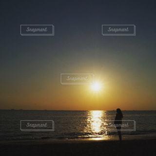 女性,恋人,1人,自然,風景,海,空,太陽,ビーチ,海岸,光,浜辺