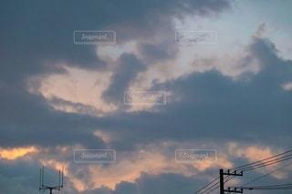 夕立後の夕空の写真・画像素材[3472900]