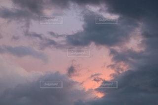夕立後の夕空の写真・画像素材[3472901]