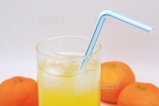 オレンジジュースとみかんの写真・画像素材[3491182]