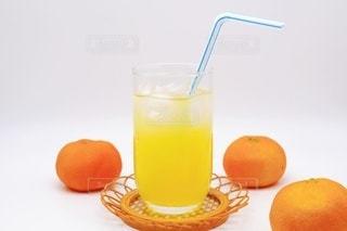 オレンジジュースとみかんの写真・画像素材[3491181]