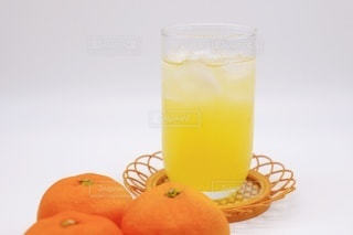 オレンジジュースとみかんの写真・画像素材[3491183]