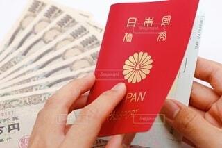 パスポートとお金の写真・画像素材[3674819]