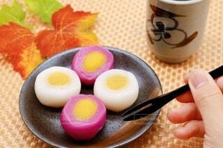 芋餡と栗餡の切団子の写真・画像素材[3909879]