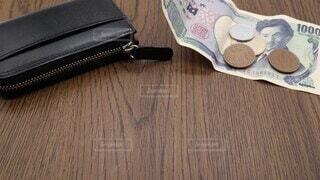 書類,日本,お金,ビジネス,遅延,金融,銀行,現金,財布,日本語,貧困,封筒,年金,貧乏,ローン,支払い,信用,クレジット,クレジットカード,税務署,金欠,出費,催促,返済,カードローン,費用,住宅ローン,遅れ,代金,税金,借金,倒産,債務,請求,不景気,入金,督促状,滞納,破綻,融資,資金繰り,自己破産,多重債務,差し押さえ,督促,信用情報,未払い,催促状,催告