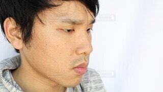 男性,防止,手,アジア,指,人物,人,ハンカチ,顔,日本,飛沫,鼻,臭い,接写,口,クローズアップ,異臭,日本人,衛生,エチケット,感染,呼吸,嗅ぐ,吐く,消臭,口腔,アジア人,ニオイ,口臭,吐息,防ぐ,息,体臭,日本人男性,不衛生,押さえる,塞ぐ,気にかける,悪臭,口の臭い,口臭い,飛沫感染,感染防止,人体部位,臭覚
