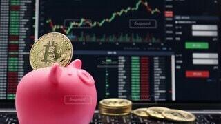 市場,画面,マーケット,お金,ビジネス,値段,金色,トレード,金融,ビットコイン,取引,仮想通貨,コイン,コンピューター,金貨,貯金箱,テクノロジー,イメージ,硬貨,通貨,コンピュータ,貯金,グラフ,購入,豚の貯金箱,経済,投資,仮想,インターネット,稼ぐ,上昇,チャート,暗号通貨,貯蓄,資産,金銭,価値,ビット,暗号,BTC,ブロックチェーン,暗号資産,資産形成,下落,積み立て,積立,下降,変動,バーチャルマネー,バーチャル通貨
