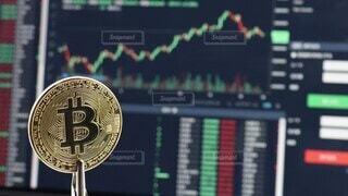 市場,画面,マーケット,お金,ビジネス,値段,金色,トレード,金融,ビットコイン,取引,仮想通貨,コイン,コンピューター,金貨,テクノロジー,イメージ,硬貨,通貨,コンピュータ,貯金,グラフ,購入,経済,投資,仮想,インターネット,稼ぐ,上昇,チャート,暗号通貨,貯蓄,資産,金銭,価値,ビット,暗号,BTC,ブロックチェーン,暗号資産,資産形成,下落,積み立て,積立,下降,変動,バーチャルマネー,バーチャル通貨