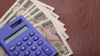 文字,屋内,テーブル,書類,日本,買い物,証明,お金,ビジネス,ショッピング,紙,取引,電卓,計算,現金,お札,紙幣,日本語,テキスト,一万円札,購入,ローン,支払い,買う,証明書,請求書,詐欺,金銭,代金,金額,支払う,借金,納品,購買,債務,債務者,請求,借りる,受領,後払い,架空請求,借入,案件,賠償,対価,同封,返還,請求金額,督促,請求額,賠償金,請求権