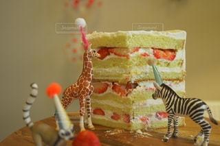子ども,食べ物,スイーツ,ケーキ,動物,いちご,誕生日,誕生日ケーキ,バースデー,手作りケーキ,動物フィギュア