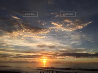 海,空,屋外,太陽,ビーチ,雲,夕暮れ,夜明け,光,地平線,明け方,クラウド,フォトジェニック