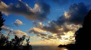 空,太陽,雲,夕焼け,夕暮れ,光,夕陽
