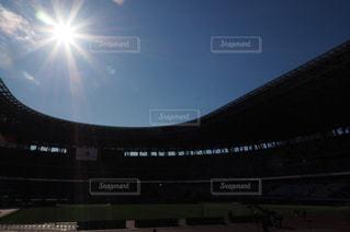 空,太陽,雲,青空,晴天,光,スタジアム,元旦,光芒,木材,2020年,国立競技場,冬晴れ,こけら落とし,天皇杯