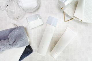 鏡,クリーム,泡,化粧品,置き画,お手入れ,洗顔,スキンケア