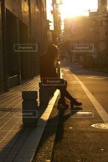 女性,風景,空,夕日,太陽,赤,夕焼け,黒,影,光,都会,人,ブーツ,フレア,通り,ニーハイ,ショートブーツ,ニーソ