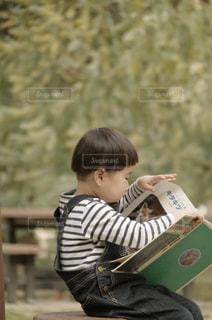 本を読むの写真・画像素材[2893453]