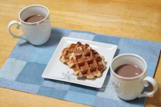 コーヒーとワッフルの写真・画像素材[3122333]