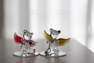 レースのカーテンとガラス細工の熊さんの写真・画像素材[3325919]