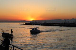 海,夕暮れ,船