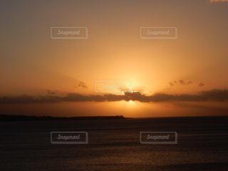 自然,風景,空,夕日,太陽,夕暮れ,水面,沖縄,光,夕陽,地平線,日の出,日暮れ