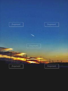 空,屋外,太陽,夕暮れ,光,飛行機雲,クラウド
