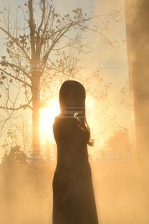 女性,空,太陽,霧,シルエット,光,人,快晴