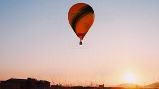 風景,空,屋外,太陽,夕暮れ,気球,風船,光