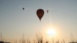 風景,空,夕日,屋外,太陽,気球,風船,光