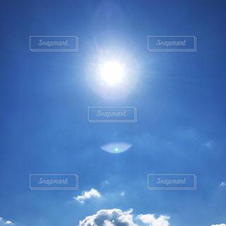空,屋外,太陽,雲,綺麗,虹,青い空,日差し,光,シンプル,日中,爽やかな空,光の円